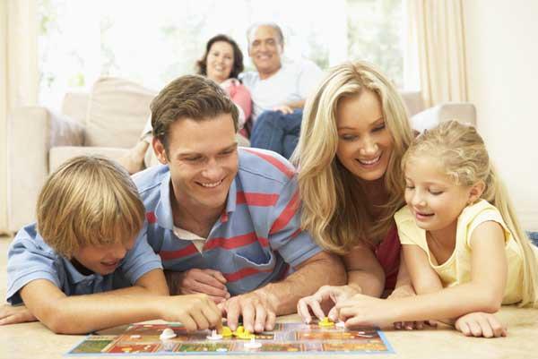 Настольные игры – задушевный вечер для всей семьи